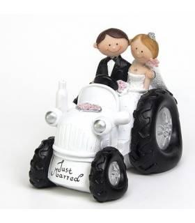 Figura de novios en tractor.